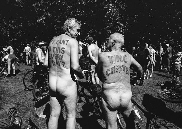 #nakedbikeride. /2#london #londonpop #london_only #londonmoment #leica #leicam #leicacraft #leicacamera