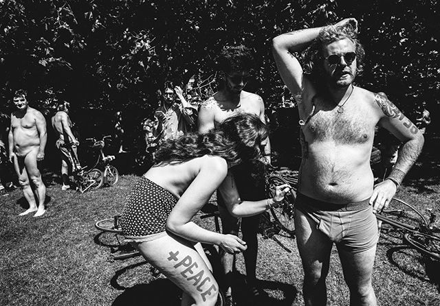 #nakedbikeride. /1#london #londonpop #london_only #londonmoment #leica #leicam #leicacraft #leicacamera